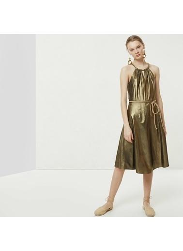 Yargıcı Yaka Detaylı Elbise Altın